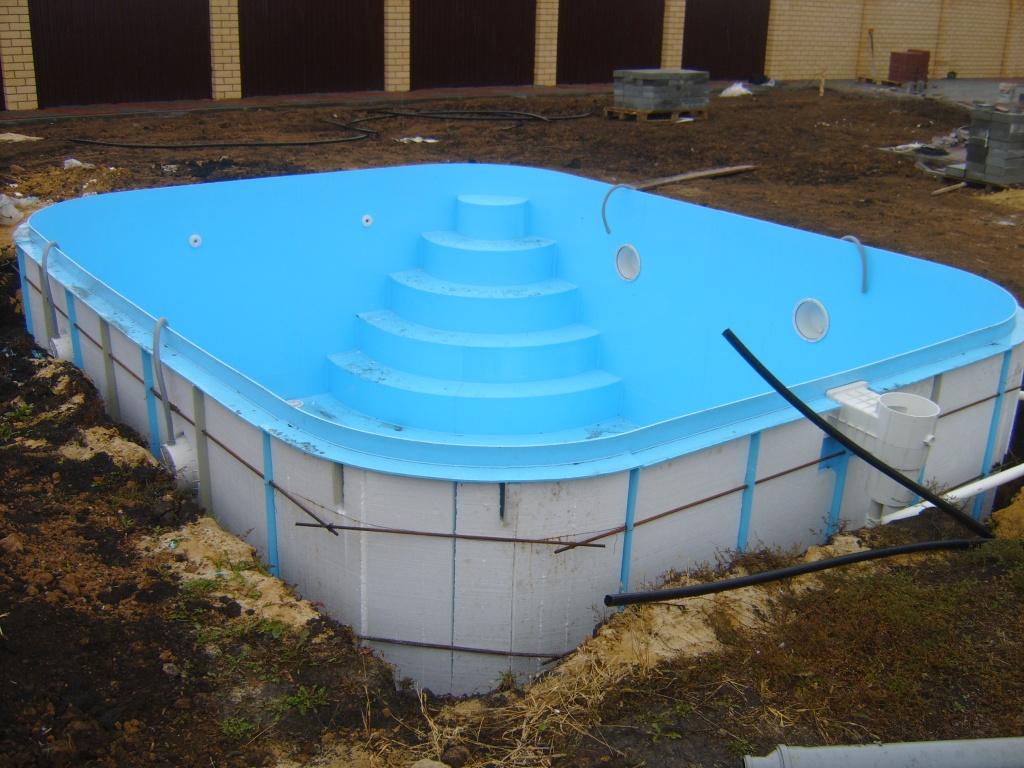 Монтаж полипропиленового бассейна